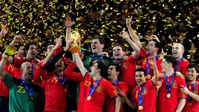Spanish players lift the World cup