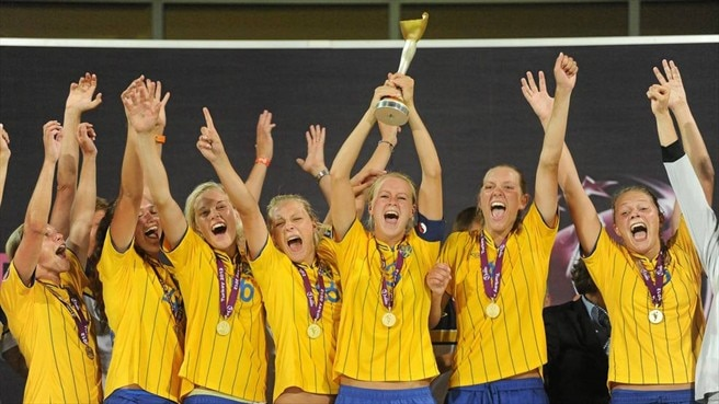 Sweden players celebrate victory
