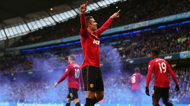 Van Persie decide el derbi para el United