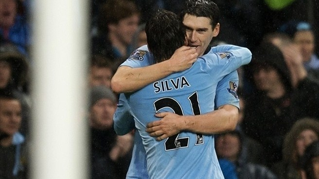 Un gol de Barry salva al City